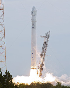 SpX_CRS-2_launch_-_further_-_cropped